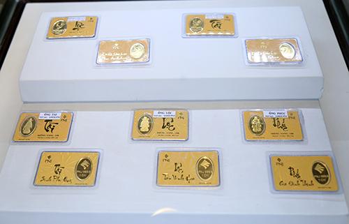 Vàng miếng in hình gà đắt hàng ngày vía Thần Tài - 1