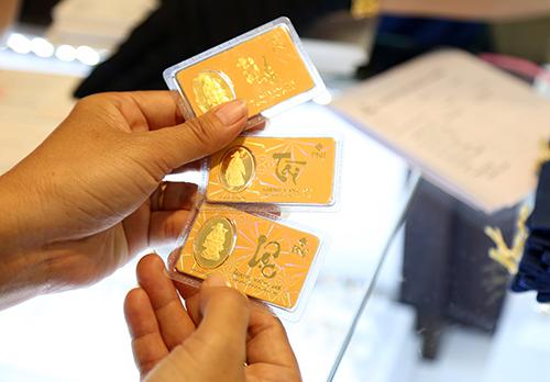 Vàng miếng in hình gà đắt hàng ngày vía Thần Tài - 10