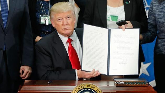 Trump có thể lãnh hậu quả gì khi công kích thẩm phán Mỹ? - 2