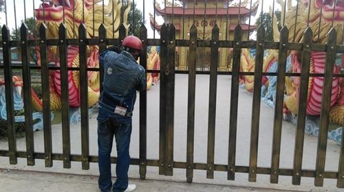 Từ tỉnh xa đến cũng không được vào nhà thờ Tổ của Hoài Linh - 6