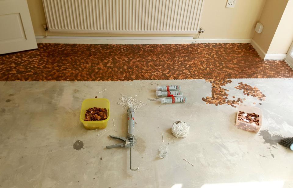 """Sàn nhà bếp """"độc"""" chưa từng thấy lát bằng 27.000 đồng xu - 2"""