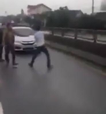 CA làm việc với nhóm thanh niên nhảy múa, chặn xe trên quốc lộ 1A - 1