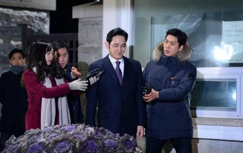 """Samsung """"chao đảo"""" sau vụ bê bối hối lộ của Phó chủ tịch tập đoàn - 1"""