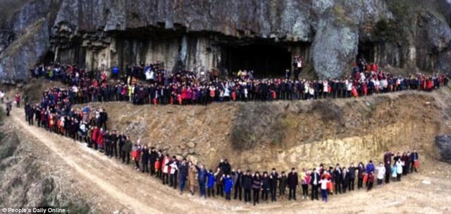 Trung Quốc: Bức ảnh đại gia đình lên tới 500 thành viên - 1
