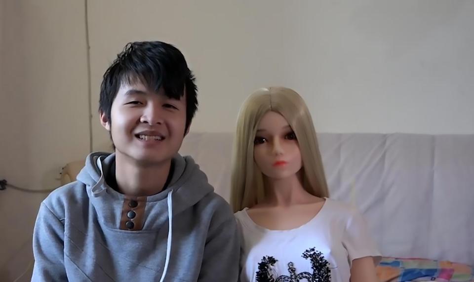 TQ: Hai cha con sống hạnh phúc với 7 robot tình dục - 3