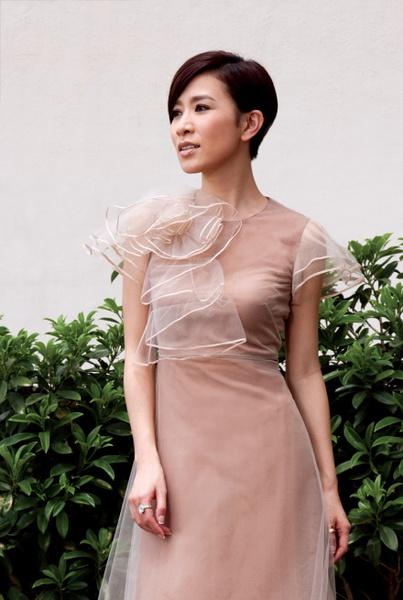 Á hậu giàu, sexy nhất Hồng Kông yêu nhiều vẫn lẻ loi - 9