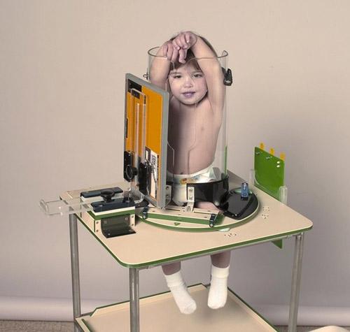 """Giật mình với bức ảnh em bé bị """"nhốt"""" trong ống nghiệm - 6"""