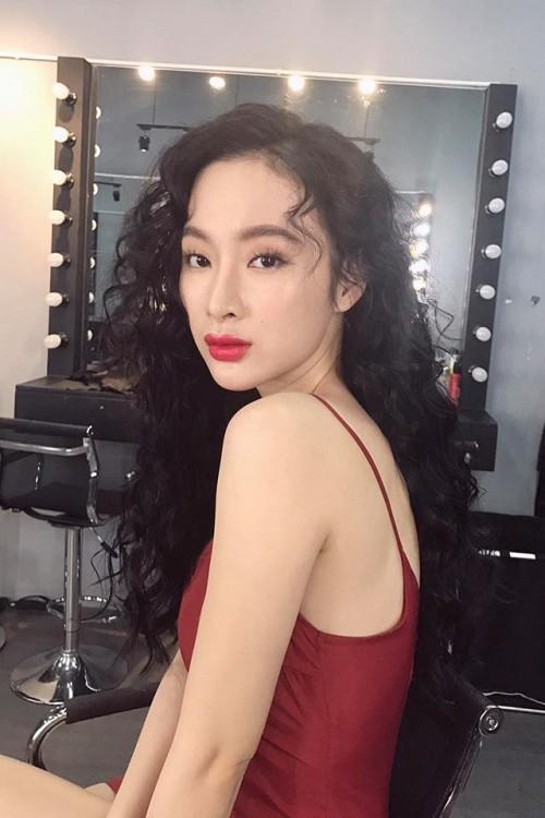 """Phương Trinh, Nhã Phương đẹp lạ với tóc """"mì tôm"""" - 1"""