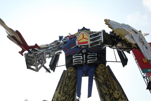 Xuất hiện robot khổng lồ cao 9m ở Hà Nội - 3