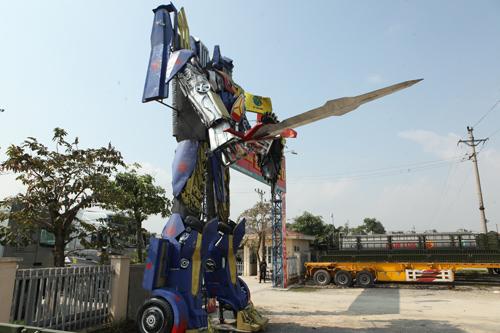 Xuất hiện robot khổng lồ cao 9m ở Hà Nội - 1
