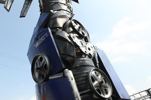 Xuất hiện robot khổng lồ cao 9m ở Hà Nội - 6