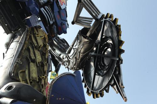 Xuất hiện robot khổng lồ cao 9m ở Hà Nội - 5