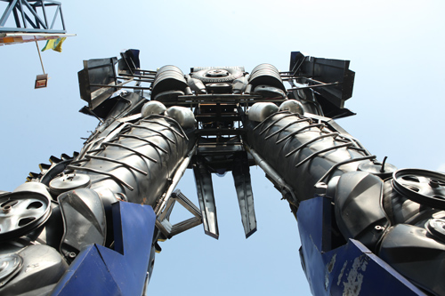 Xuất hiện robot khổng lồ cao 9m ở Hà Nội - 4