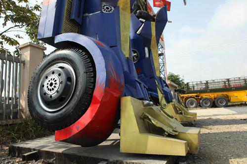 Xuất hiện robot khổng lồ cao 9m ở Hà Nội - 10