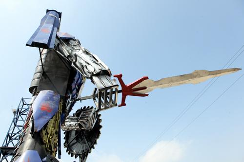 Xuất hiện robot khổng lồ cao 9m ở Hà Nội - 11