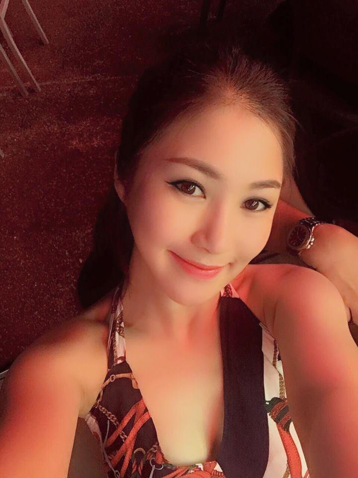 """Hương Tràm tự sắm """"xế xịn"""", khoe lưng trần ở Singapore - 2"""