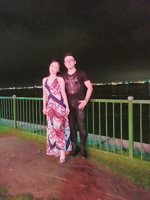 """Hương Tràm tự sắm """"xế xịn"""", khoe lưng trần ở Singapore - 3"""