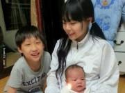 Bạn trẻ - Cuộc sống - Bất ngờ với bà mẹ 2 con mang vóc dáng học sinh tiểu học
