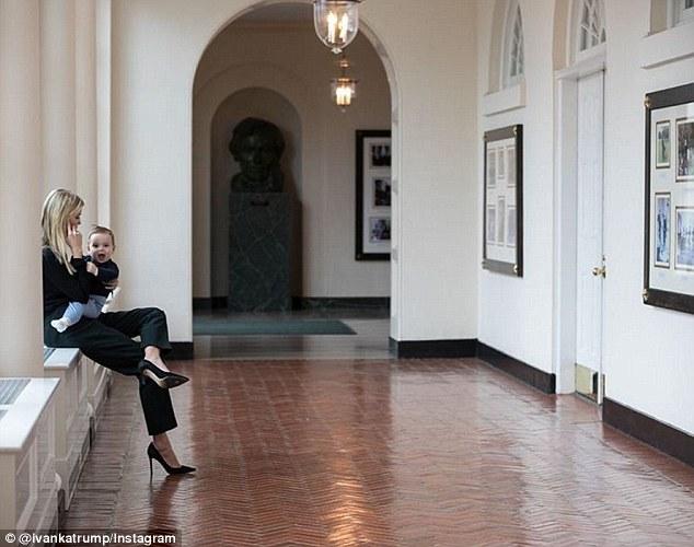 """Con gái Trump đăng ảnh """"trợ lý cá nhân"""" ngồi trên đùi - 1"""