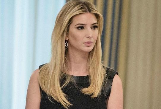 """Con gái Trump đăng ảnh """"trợ lý cá nhân"""" ngồi trên đùi - 2"""