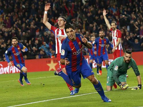 "Suarez lại ""trẻ trâu"", Barcelona gặp thêm rắc rối - 1"