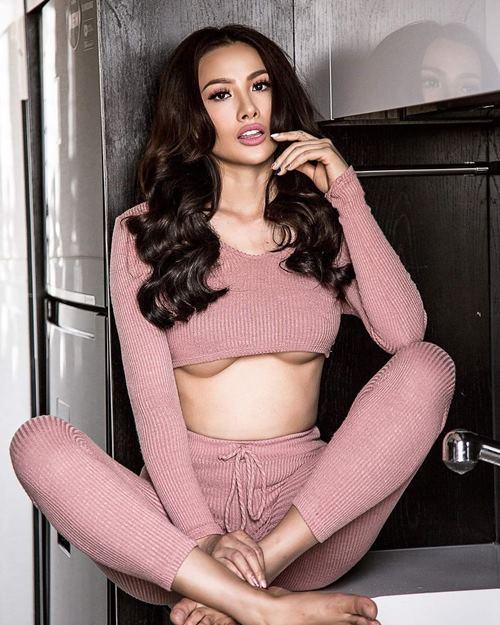 Chia tay Lương Bằng Quang, hot girl diện mốt khoe chân ngực táo bạo - 4