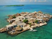 """Du lịch - Hòn đảo """"thiên đường"""" đông dân khó tin giữa đại dương"""