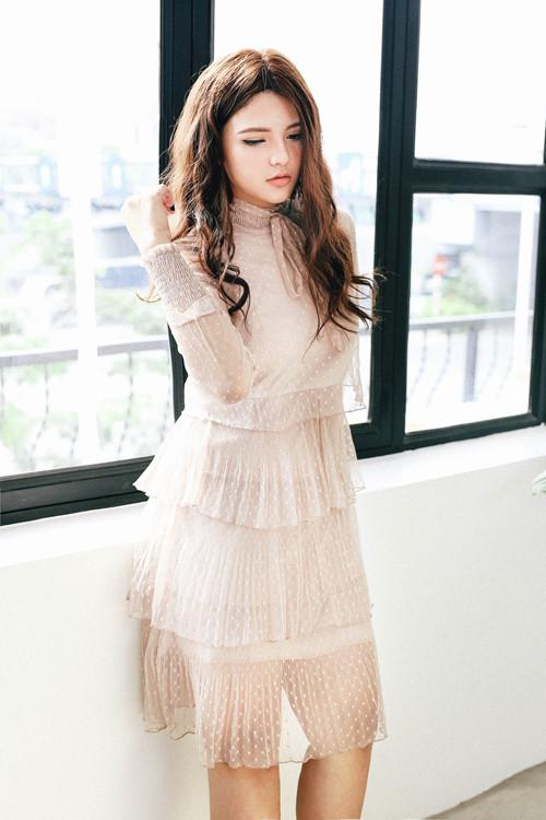 Vẻ đẹp ngây thơ như búp bê của em gái HH Trần Thị Quỳnh - 4