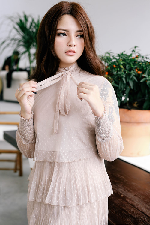 Vẻ đẹp ngây thơ như búp bê của em gái HH Trần Thị Quỳnh - 5
