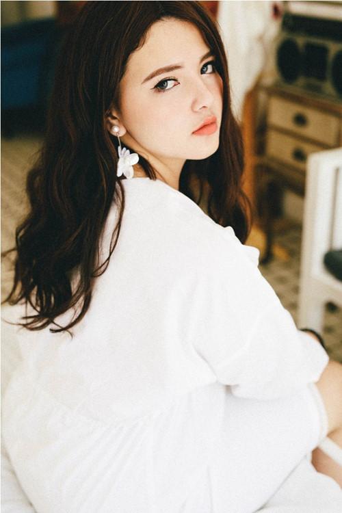 Vẻ đẹp ngây thơ như búp bê của em gái HH Trần Thị Quỳnh - 6