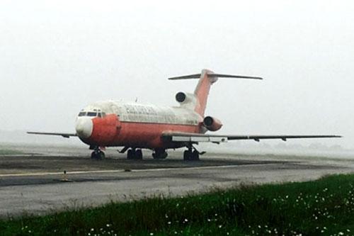 Đấu giá máy bay Boeing của Campuchia bỏ rơi tại Nội Bài - 1