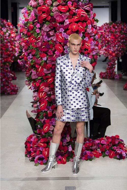 """""""Đỏ mặt"""" với bộ sưu tập phi giới tính tại tuần lễ thời trang - 4"""