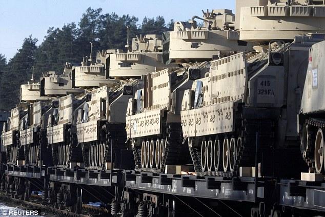 Xe tăng Mỹ rầm rộ tới biên giới Latvia giáp Nga - 3