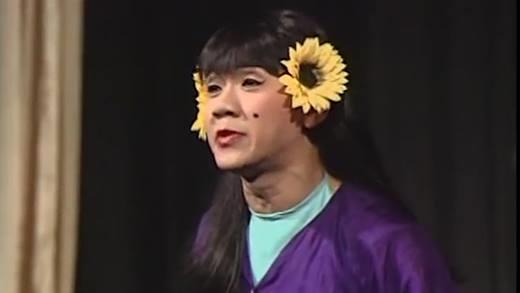 """Học theo """"Cám"""" Thành Lộc, Lilly Nguyễn cũng hoa cài mái tóc - 2"""