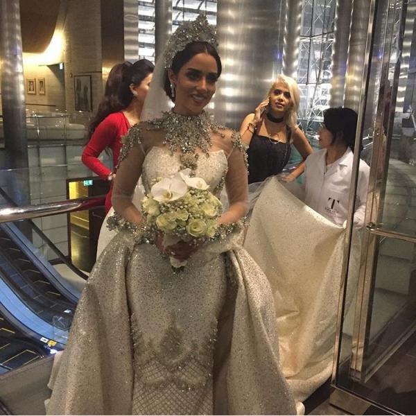 """Cận cảnh váy cưới """"khủng"""" đính 24.000 mảnh kim cương - 5"""