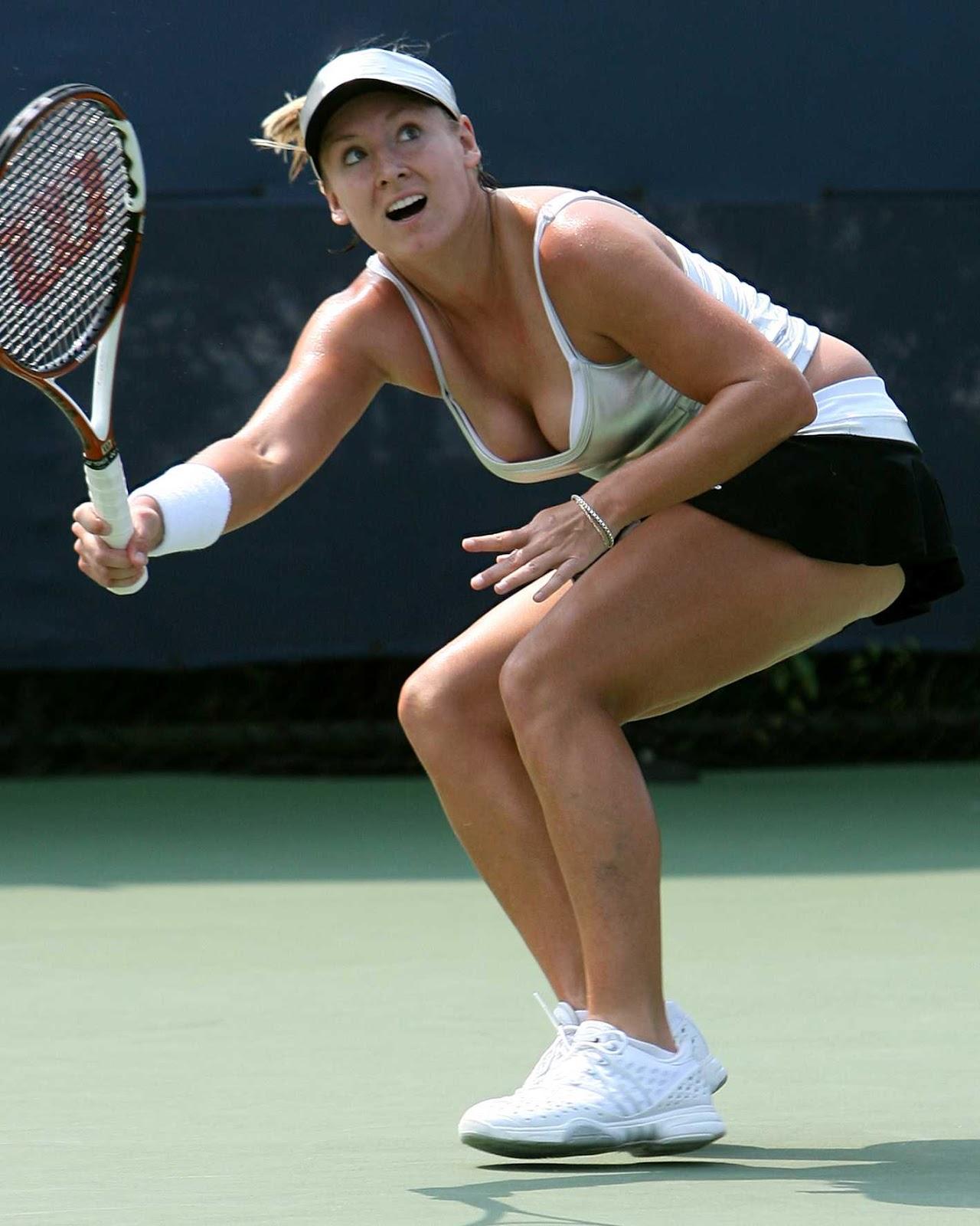 """Váy áo """"quá khích"""" của 4 tay vợt nữ đình đám thế giới - 12"""