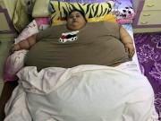 Phi thường - kỳ quặc - Phá tường, đưa cô gái béo nhất thế giới ra khỏi nhà bằng cần cẩu