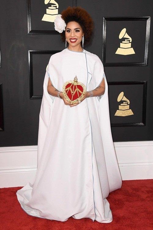 Bất ngờ với bộ váy độc đáo nhất Grammy 2017 - 1