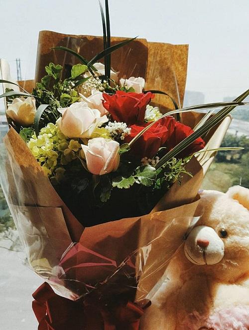 """Dàn mỹ nhân gợi cảm """"đọ sắc"""", khoe quà ngày Valentine - 5"""
