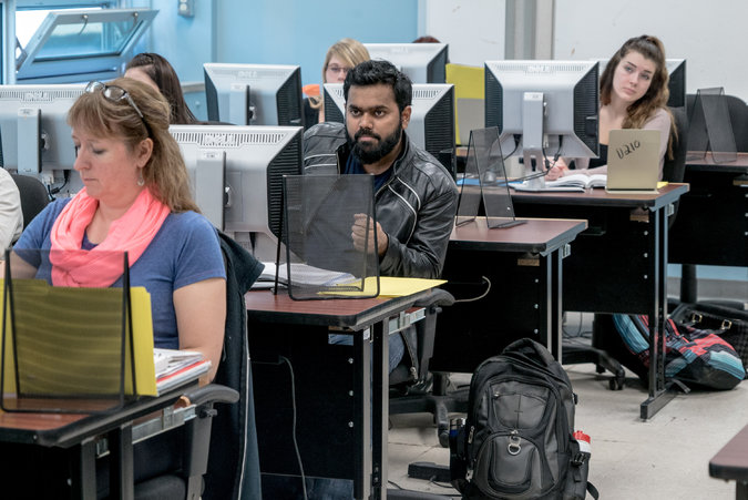 Canada khuyến khích du học sinh ở lại định cư sau tốt nghiệp - 1