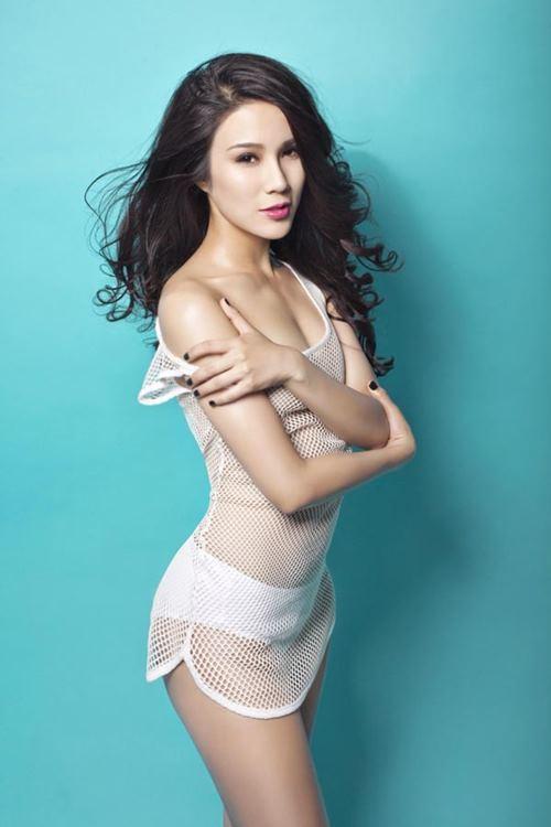 """Diệp Lâm Anh lại """"nóng từng cm"""" với bikini cắt xẻ bạo - 8"""