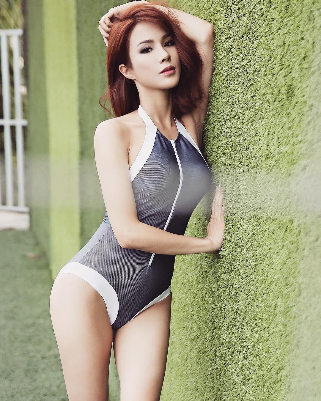 """Diệp Lâm Anh lại """"nóng từng cm"""" với bikini cắt xẻ bạo - 9"""