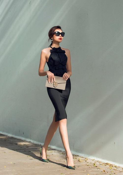 Hoàng Thùy Linh mặc style lạ, lăng xê mốt quần lưới hở eo - 8