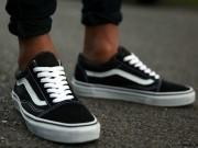 Đôi giày có hơn 1 triệu thôi mà các sao đua nhau diện