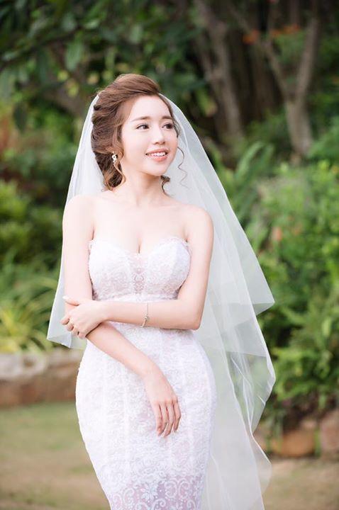 Elly Trần mặc soiree cúp ngực gợi cảm, chuẩn bị cưới chồng? - 1