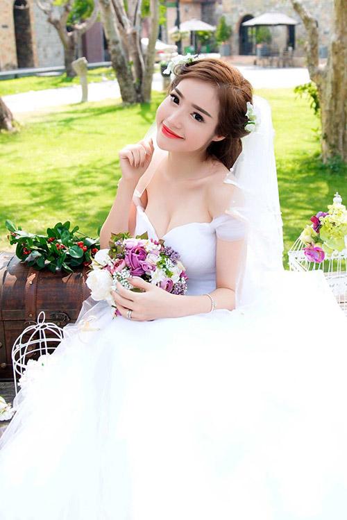Elly Trần mặc soiree cúp ngực gợi cảm, chuẩn bị cưới chồng? - 3