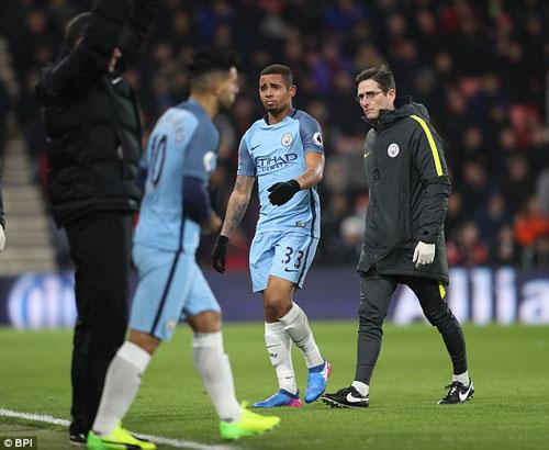 "Gabriel Jesus chấn thương, Guardiola lại ""nịnh"" Aguero - 1"