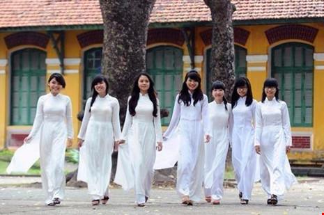 TP.HCM: Nữ sinh THPT sẽ mặc áo dài 2 buổi/tuần - 1