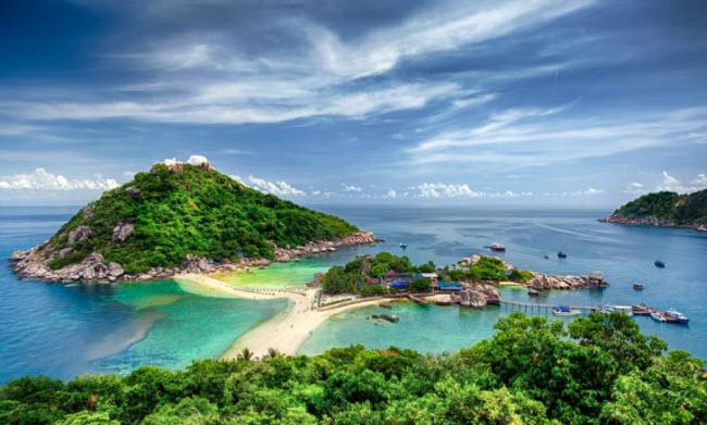 1. Thái Lan: & nbsp;Du khách có thể tới Thái Lan vào bất cứ thời gian nào, nhưng thời tiết khô ráo hơn vào những tháng mùa đông so với các thời điểm khác trong năm. Ngay cả vào thời điểm lạnh ở các nước phương bắc, các bãi biển ở Thái Lan vẫn ấm áp và đẹp mê hồn.