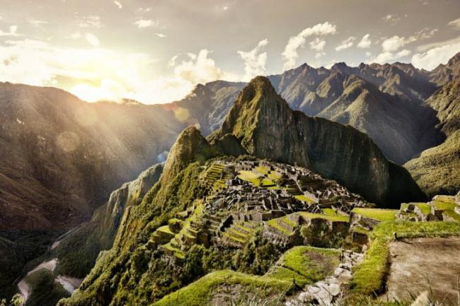 2. Peru: & nbsp;Nếu bạn muốn tìm địa điểm du lịch ấm áp và có lịch sử lâu đời vào mùa đông, Peru là sự lựa chọn tuyệt vời. Khu di tích cổ Machu Picchu thường đông khách quanh năm, nhưng số lượng người tới đây vào mùa đông thấp hơn vào mùa hè.